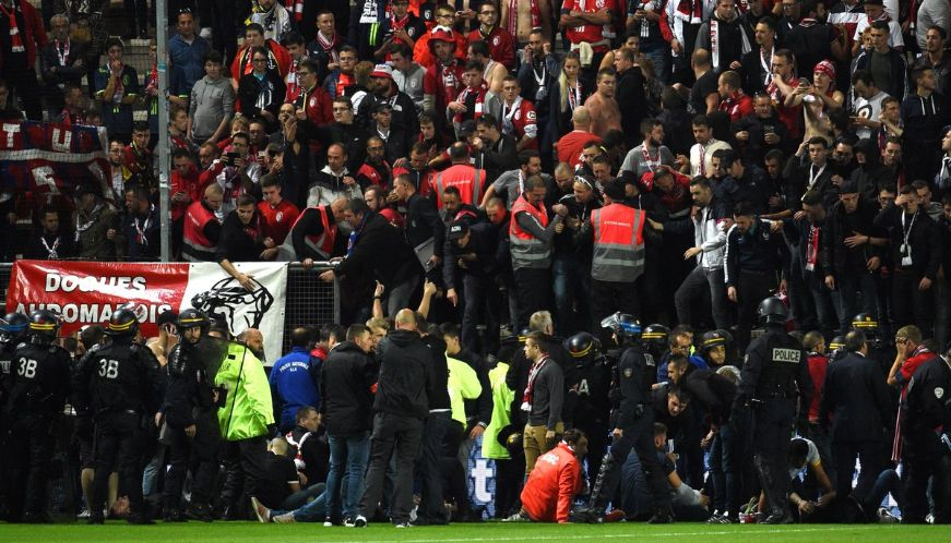 Ligue1-match-abandoned-after-safety-barrier-collapses